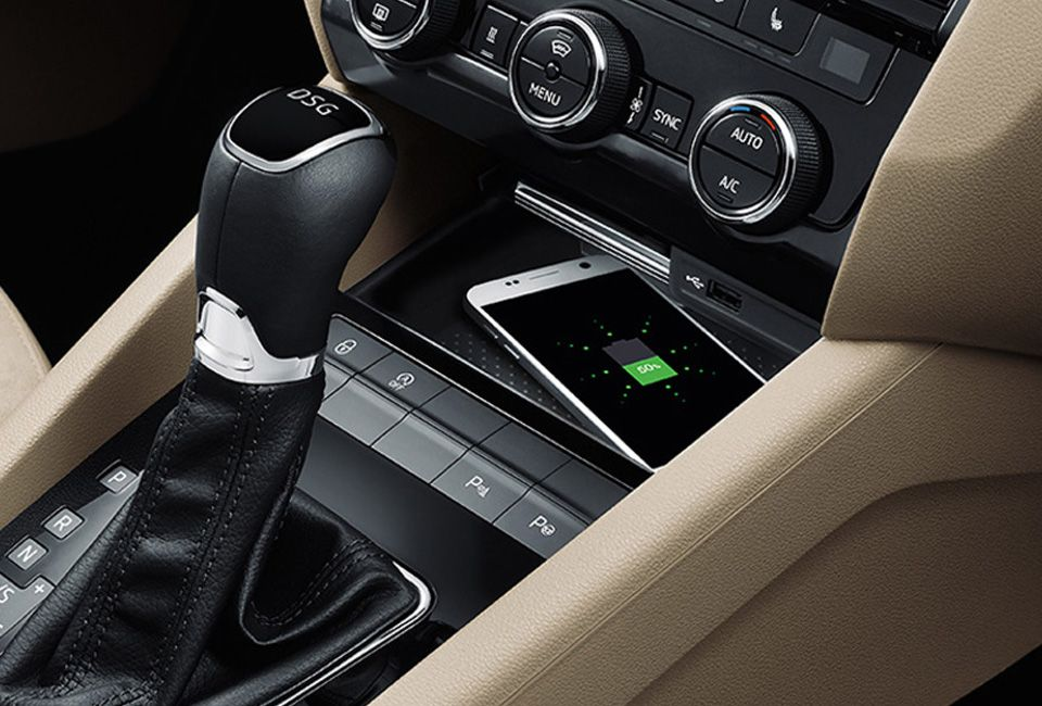 ŠKODA OCTAVIA WIRELESS CHARGING